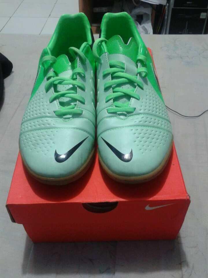 [WTS] Sepatu Futsal CTR360 Libretto III