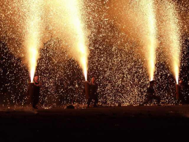 """""""Tezutsu Hanabi"""" Tradisi Kembang Api Ekstrim di Jepang"""