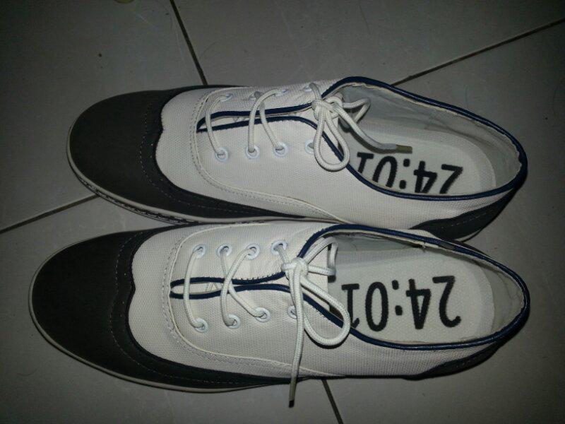 WTS Sepatu 2401 white/khaki
