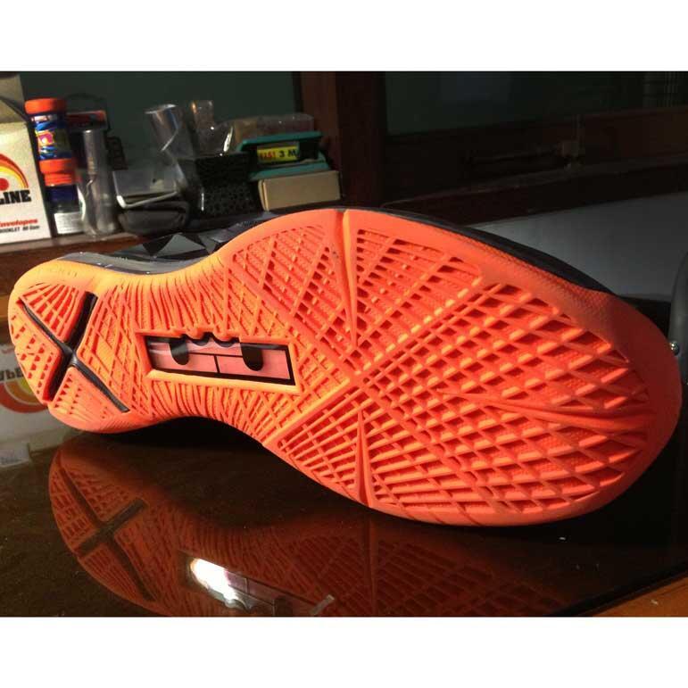 Jual Sepatu Basket LEBRON X Lava 2nd
