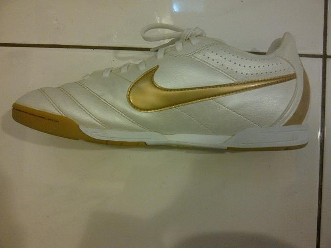 WTS NIKE TIEMPO NATURAL WHITE & GOLD (99%) (Futsal)