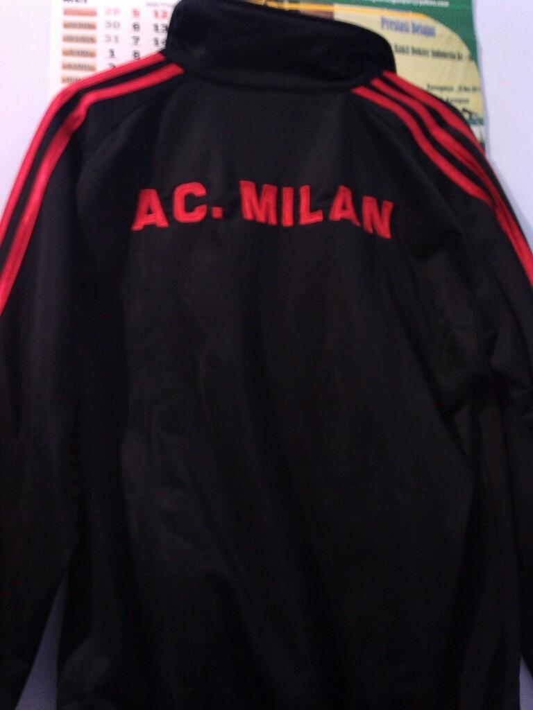 WTS: Jaket AC Milan KW Lokal 2nd Kondisi 95%. Masuk gan !!