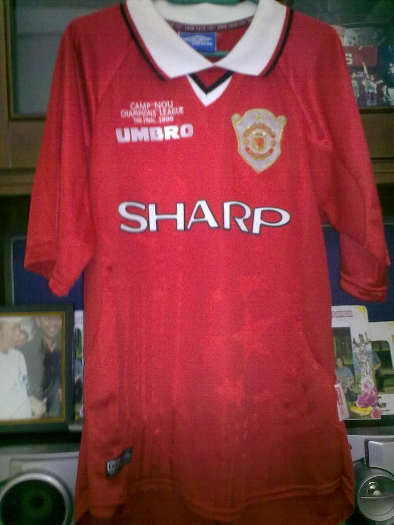 WTS : Jersey original Manchester united final UCL 1999 ( 1 star )