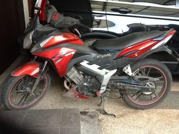Honda cs1 2008 merah (Bandung)