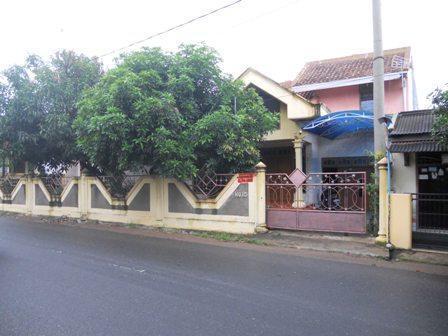 Rumah 2 LT Lokasi Strategis utk Tinggal & Bisnis