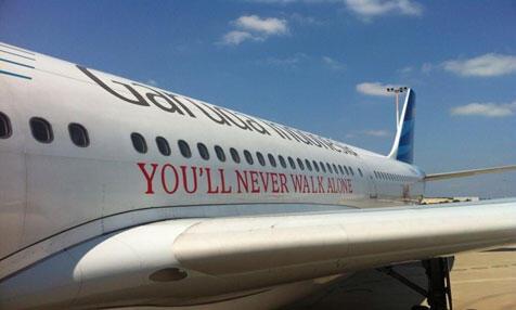 Desain Khusus Pesawat Garuda Indonesia Bikin Kagum Pemain Liverpool