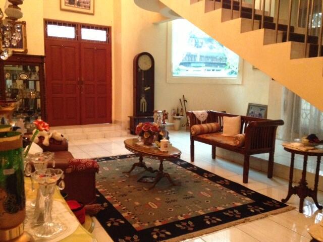 Rumah Mewah Ideal di Bintaro Depan, dekat Pondok Indah