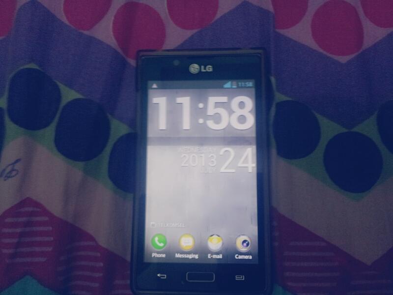 LG OPTIMUS L7 Mulus Garansi sampai Des 2013