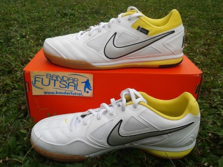 jual sepatu futsal Nike 5 gato putih kuning original cuma 413.000 size 39 - 44