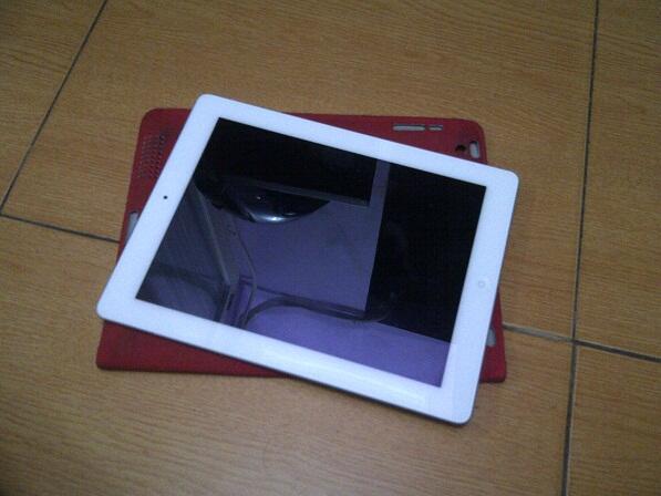 ipad2 3g 64gb white istimewa gak pake dent penyok cuman 3.8 juta