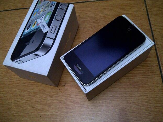 iphone 4s 64gb fu mulusssss cuman 4.6 juta