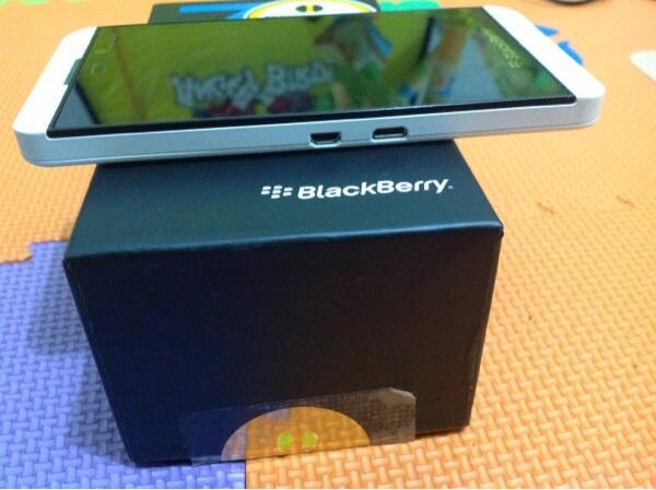 Sell blackberry z10 white fullset garansi bisa TT gadgetmu