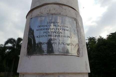 Persis di Titik Ini, Soekarno-Hatta Membacakan Proklamasi. [D MARI GAN.]