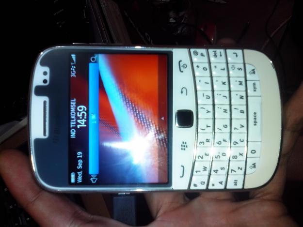 BlackBerry™ Dakota 9900 Harga Rp 1 500 000 Call/sms:085656039527 JESSICA