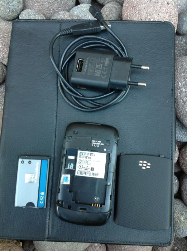 wts..blackberry 9330 cdma mulus pooll murah aja gan..