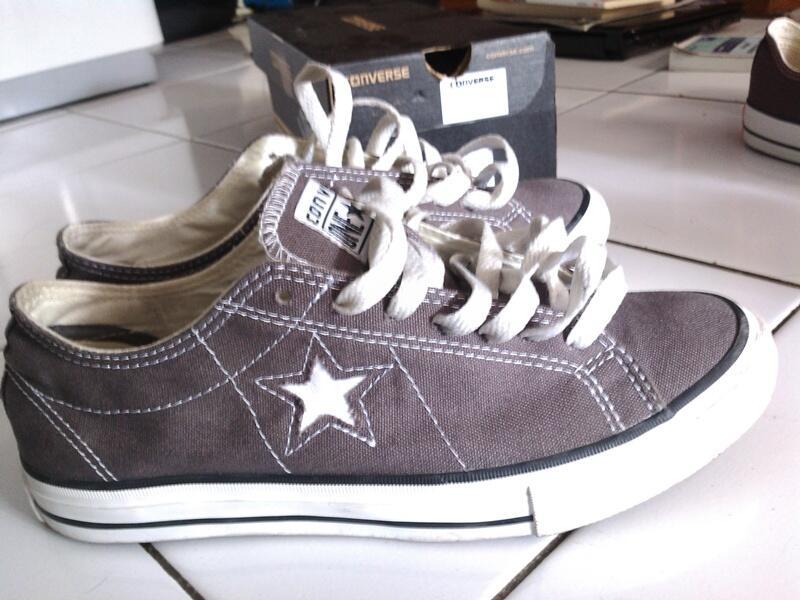 Terjual Sepatu Converse ASLI ORI size 41 BNIB BARUUUU MUMER 300 RIBU ... 710d6734ff