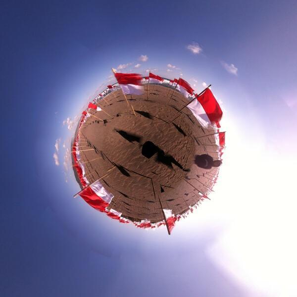 [Cerita 17-an] WOOW..!!1000 Bendera Merah Putih Berkibar Di Pantai Selatan [PIC+VID]