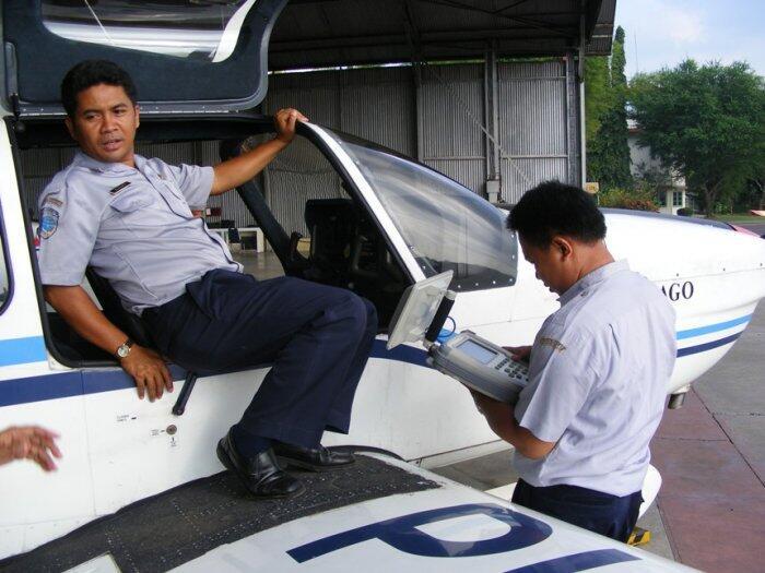 gan menurut agan dan agan wati, seorang pria jadi pilot di Usia 25 tahun masih ....