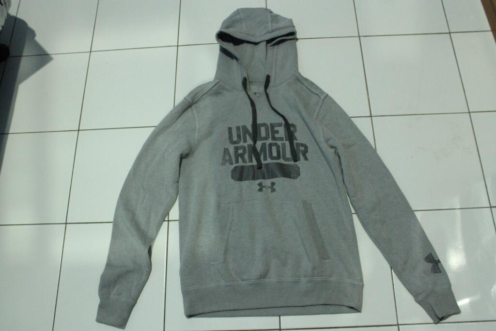 Hoodie Under Armour original BNWOT murmer size S