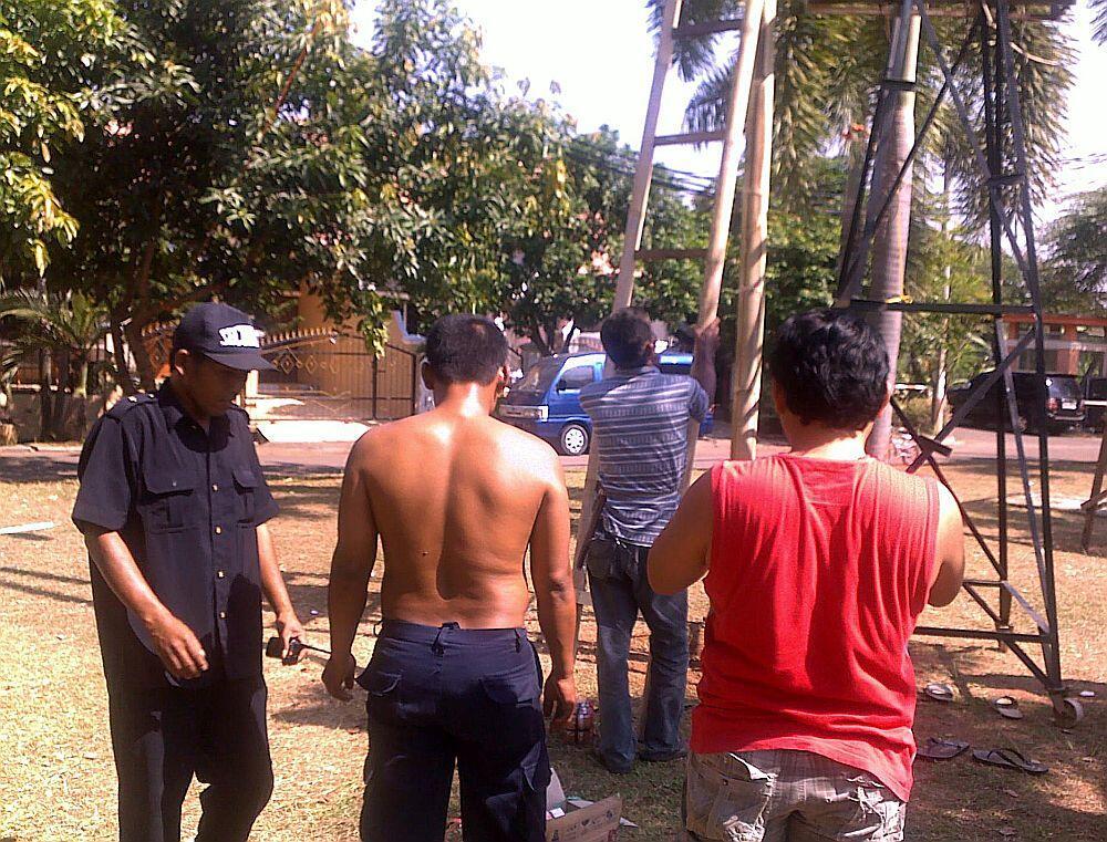 (Cerita 17-an) Persembahan Sederhana Security Vila Nusa Indah 5 untuk Indonesia!