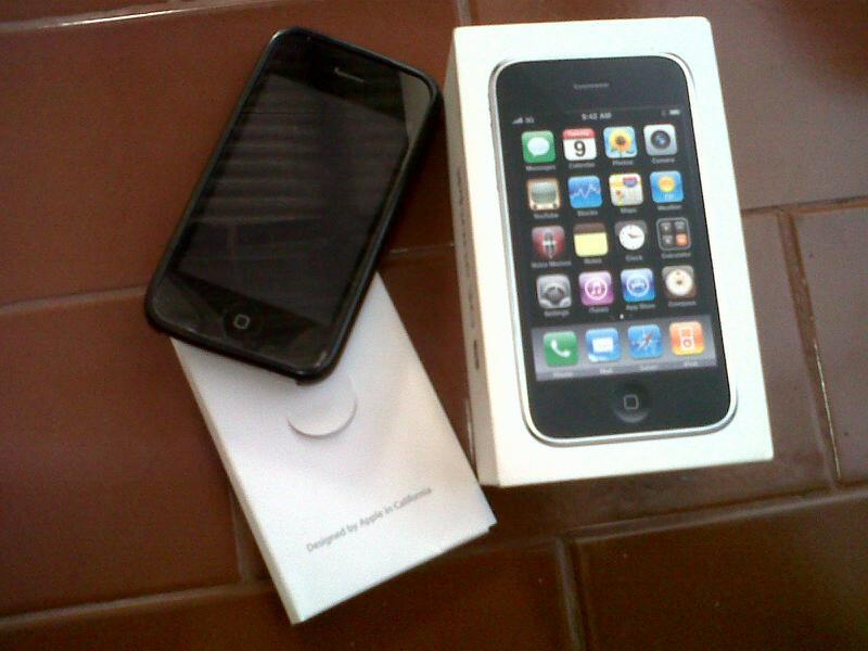 iphone 3gs 16gb dan bb apolo 9360 surabaya