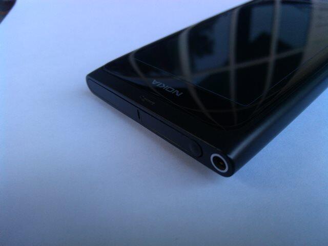 SMARTPHONE WINDOWS PHONE (WP) 7.8 NOKIA LUMIA 800 BLACK 95% MURAH!!