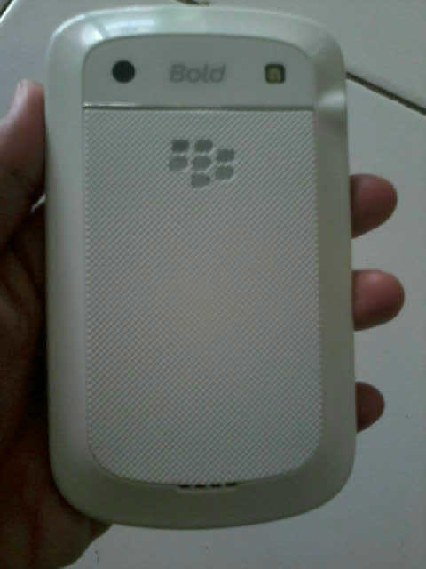 blackberry 9900 dakota putih baru 1 bulan