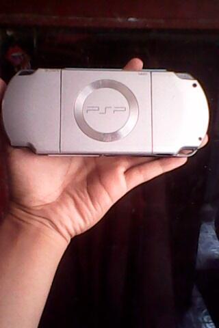 JUAL/BARTER/TUKER TAMBAH PSP SLIM 2000 ICE SILVER 8GB FULLGAME