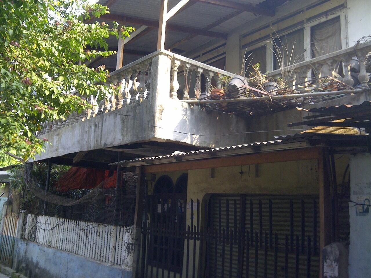 Rumah Tua cocok untuk buat Kos-Kosan hitung tanah aja....( Tangerang Kota )