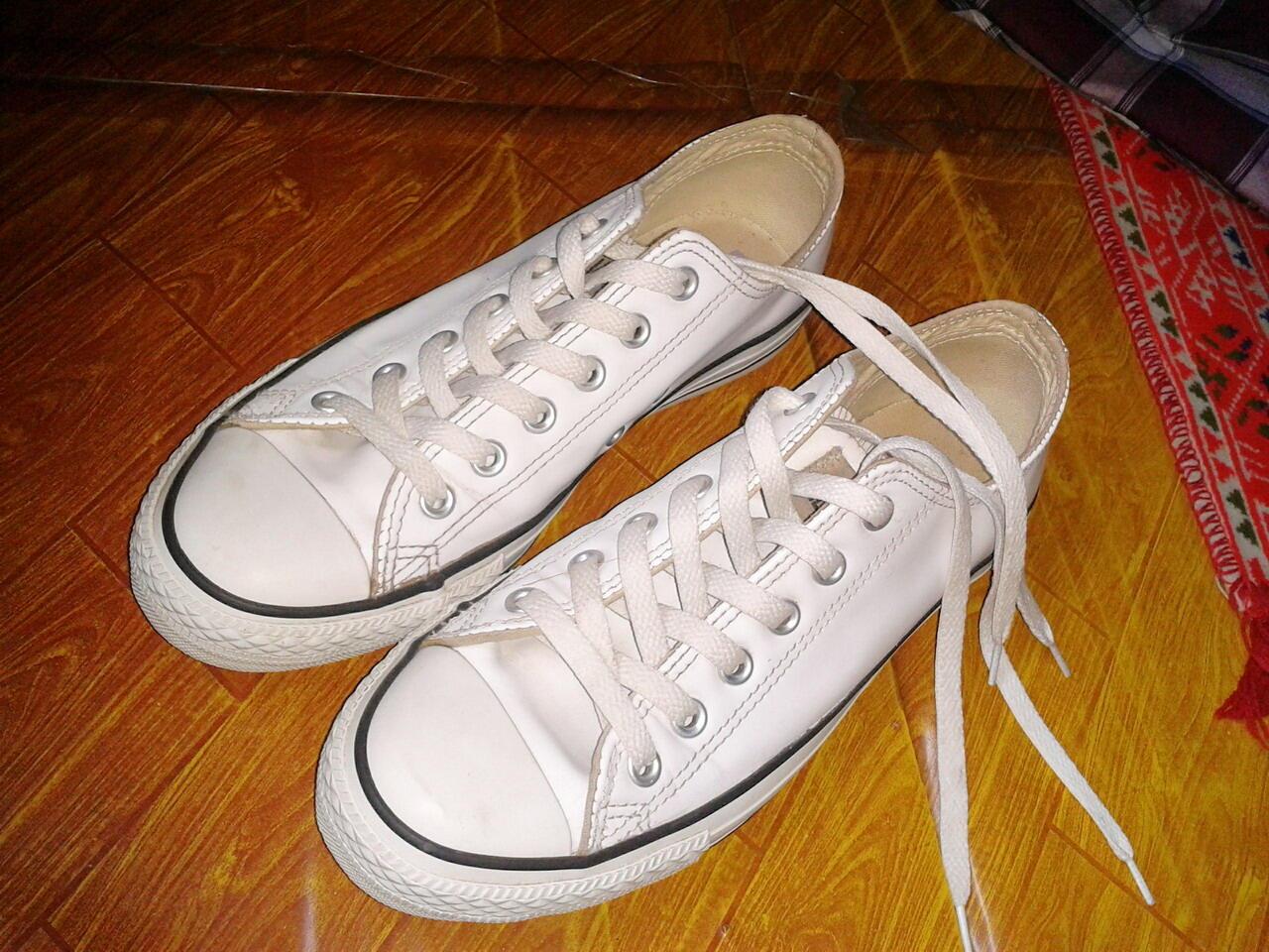 Terjual sepatu converse original kulit warna putih | KASKUS