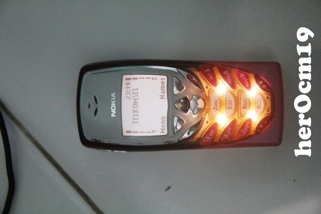 Nokia 8310 HOT PINK