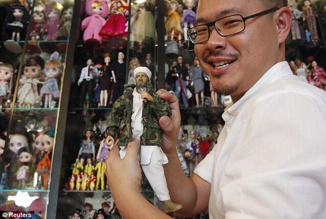 [TEROBSESI]๑ Pria Singapura Ini Koleksi 6.000 Boneka Barbie.๑[CEKIDOT]