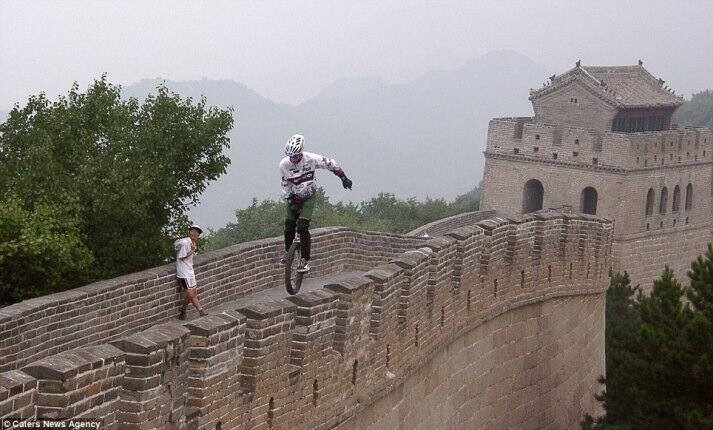 [EKSTRIM]๑Keliling Dunia Hanya Dengan Sepeda Roda Satu.๑[CEKIDOT]