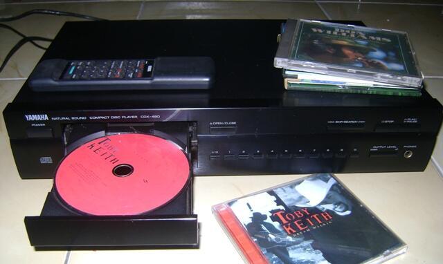 YAMAHA CDX - 480 Natural Sound Compact Disc Player