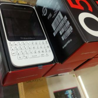 BlackBerry Q5 Harga murah Engga pake mahal Gan ,,,!!