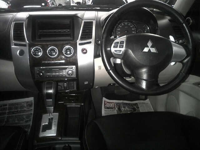 Dijual : Mitsubishi Pajero Sport Dakkar A/T 2012 Mocca