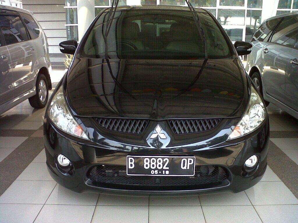 Mitsubishi Grandis tahun 2008 hitam metalik