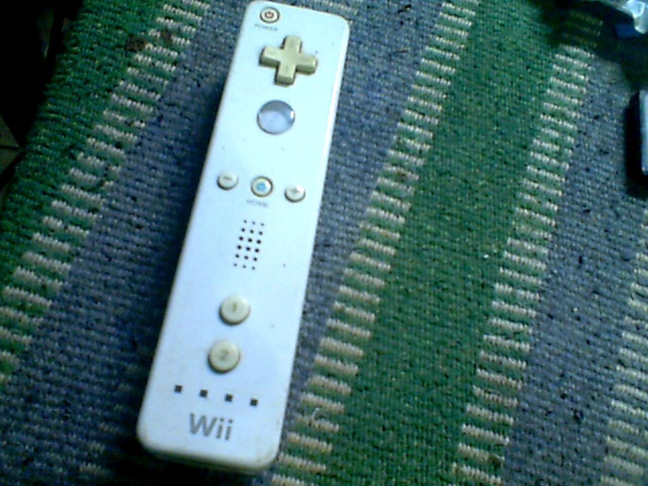 [WTS] Nintendo Wii Controller 150K. Bawaan Wii Boleh dijamin.. thx..
