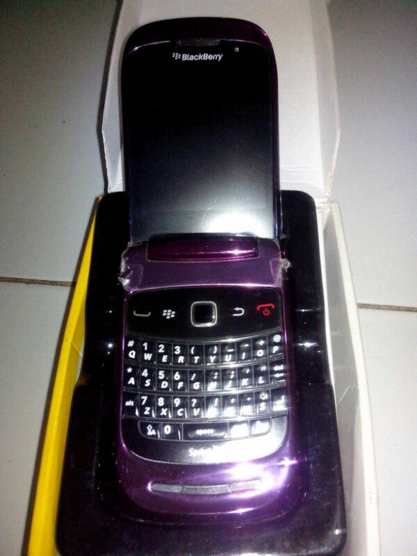 Jual Blackberry Style 9670 cdma Purple Murah Mulusss Like New Semarang