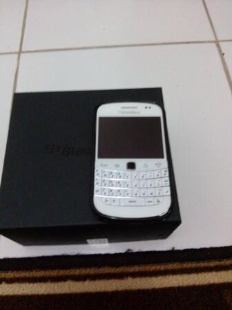 Blackberry 9930 Montana White / Putih Mulus