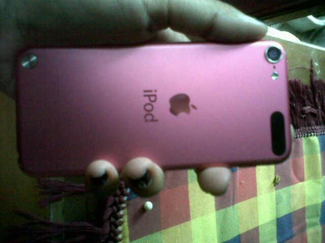 ipod apple touch warna pink masih di pakai 5 bulan