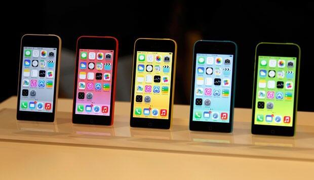 Inilah Spesifikasi Resmi Ponsel Murah iPhone 5c. Ponsel iPhone 5C  dipamerkan dalam acara di ... f4b5d9f156