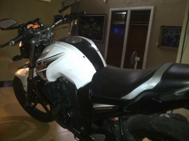 Yamaha Byson Putih Hitam 2012 orisinil