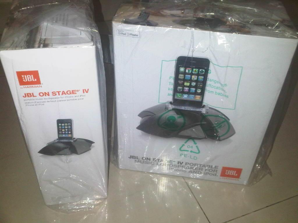 Docking speaker IPOD/ IPHONE/ IPAD/ GALAXY/ BLACKBERRY JBL on STAGE IV