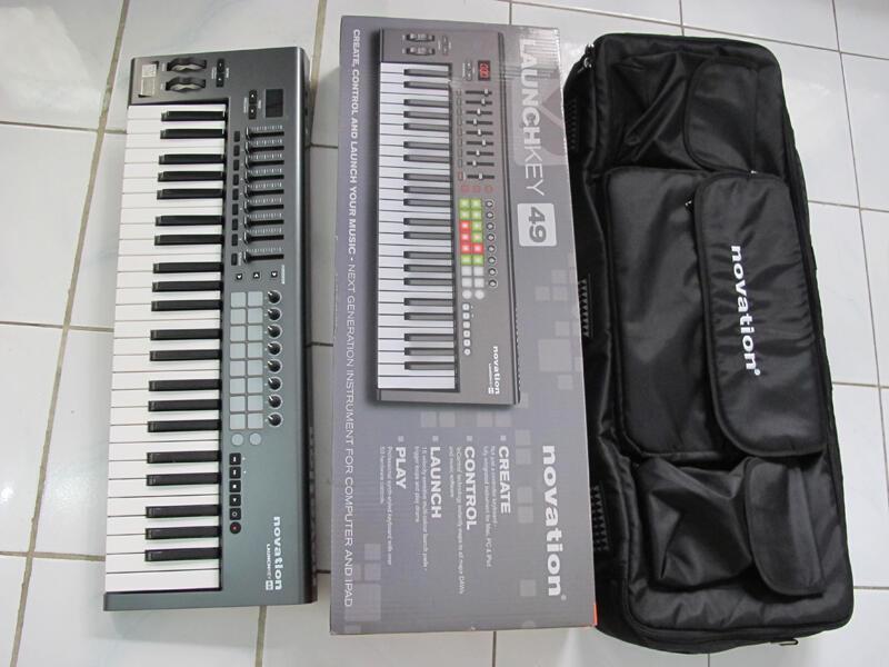MIDI CONTROLLER - Novation Launchkey 49 + Novation Gigbag | 2nd like new!