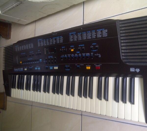 Keyboard Roland E 38, muluss, normal