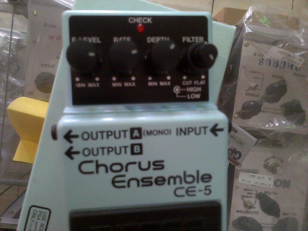 Efek Gitar Boss Chorus Ensemble CE-5