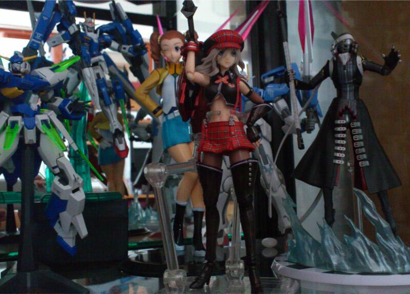 HT Jill Valentine BSAA Ver & Transformers Starscream Leader Class