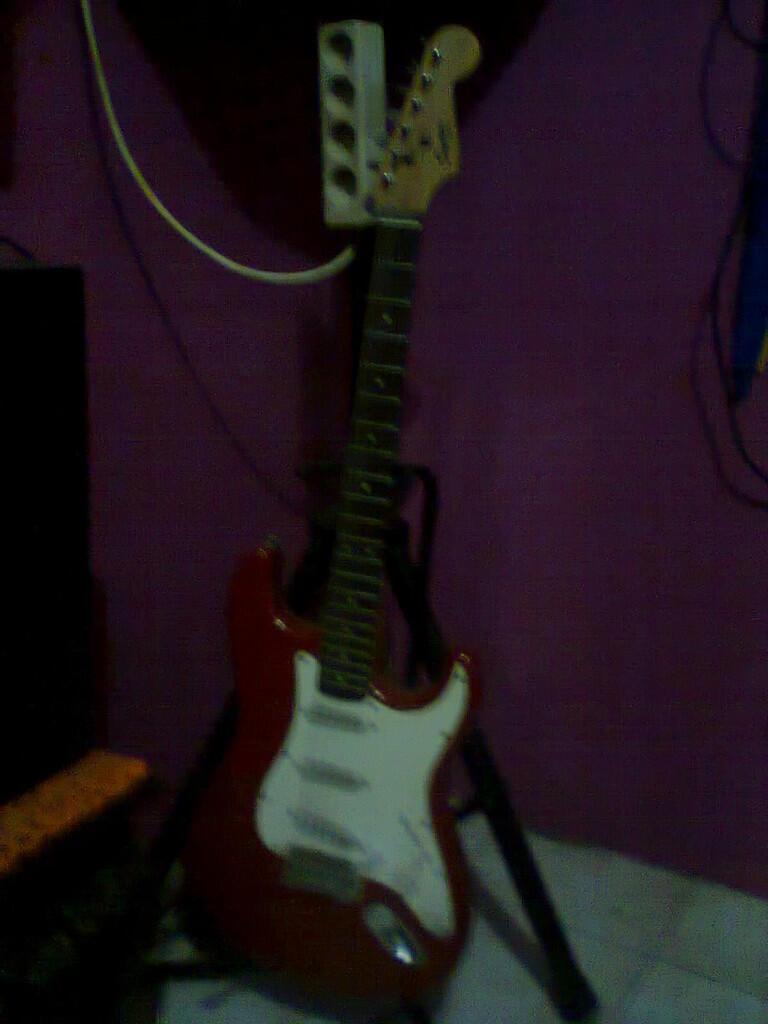 Alat2 musik ex cafe (Drum, Gitar, Ampli, dll)