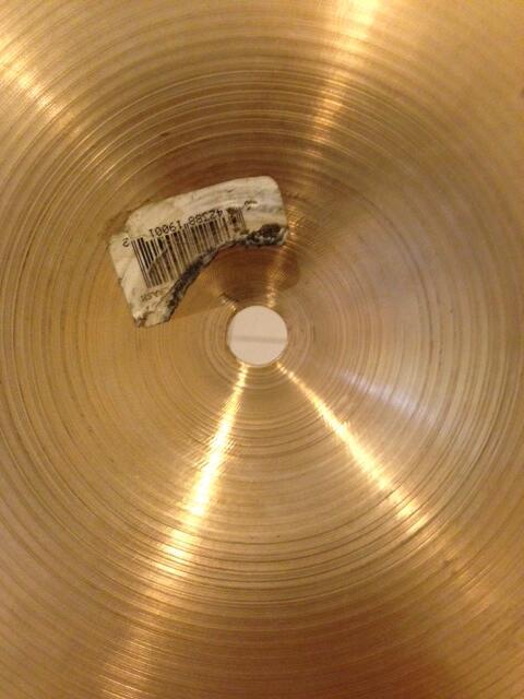 Zildjian 16' K Custom Session Crash, Sabian 16' AAX Ozone Crash, Sabian 8' Pro Splash